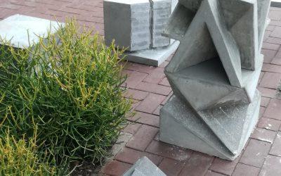 Concrete cube seats – TUT architecture students